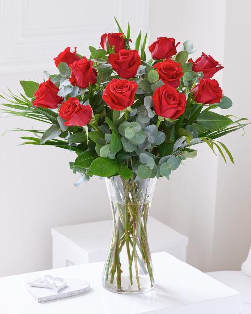 Букет из 12 красных роз
