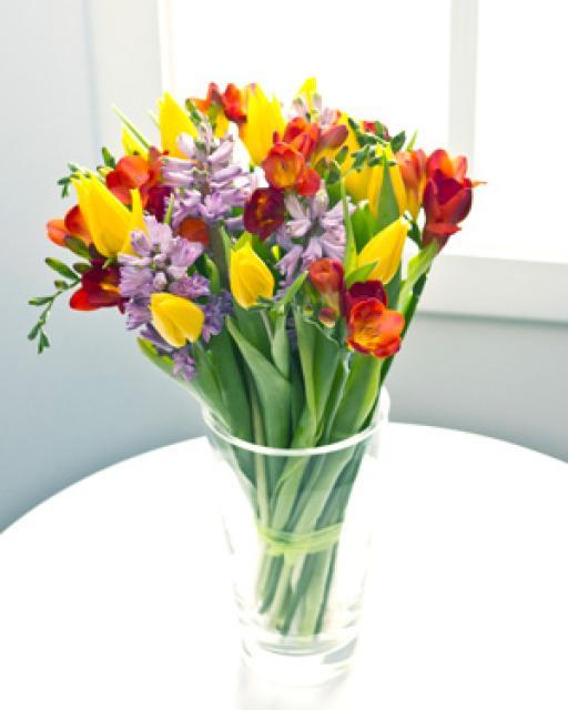 Яркий букет из сезонных цветов