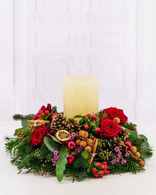 Традиционная рождественская композиция